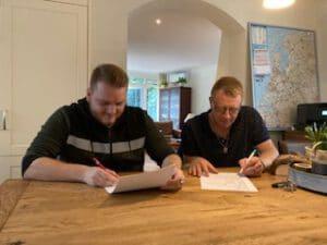 LexWonen feliciteert Kay en Davy met hun broer broer hypotheek